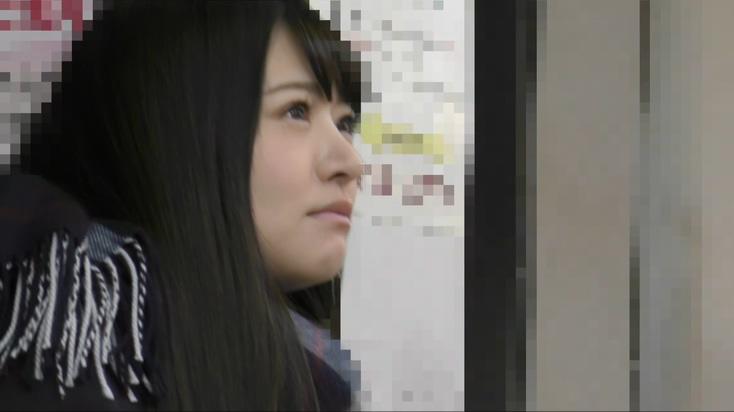 顔出し制服JK クラスのアイドル風美少女 緊張で突然の大量お漏らし!